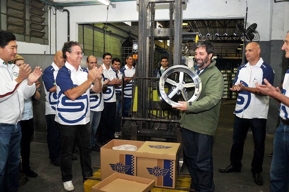 Visita na Fábrica de Rodas Scorro para Entrega da Nova Versão da Roda Cruz Malta Julho 2016
